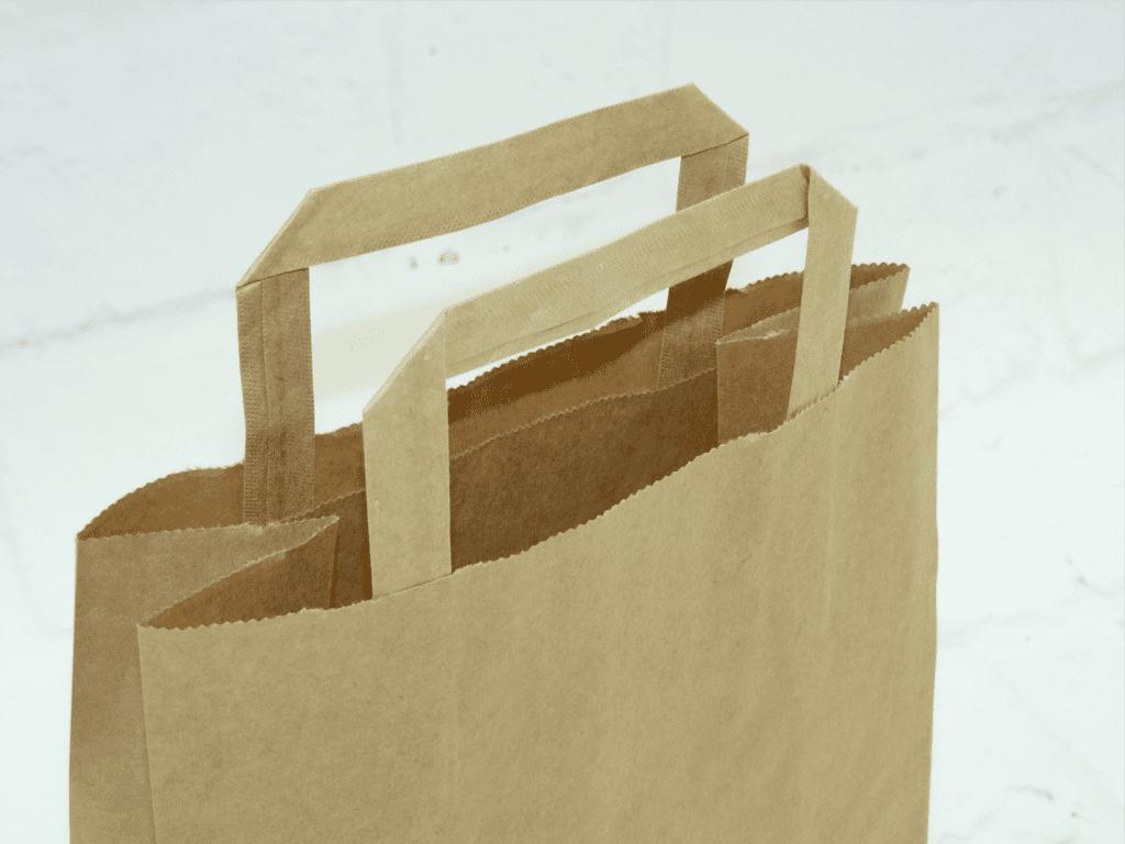 uchwyt do torby papierowej, torba papierowa beżowa z uchwytem płaskim