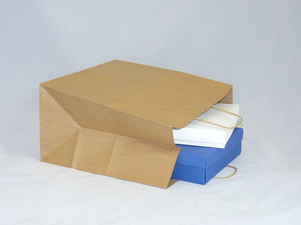 torba papierowa beżowa z uchwytem skręcanym
